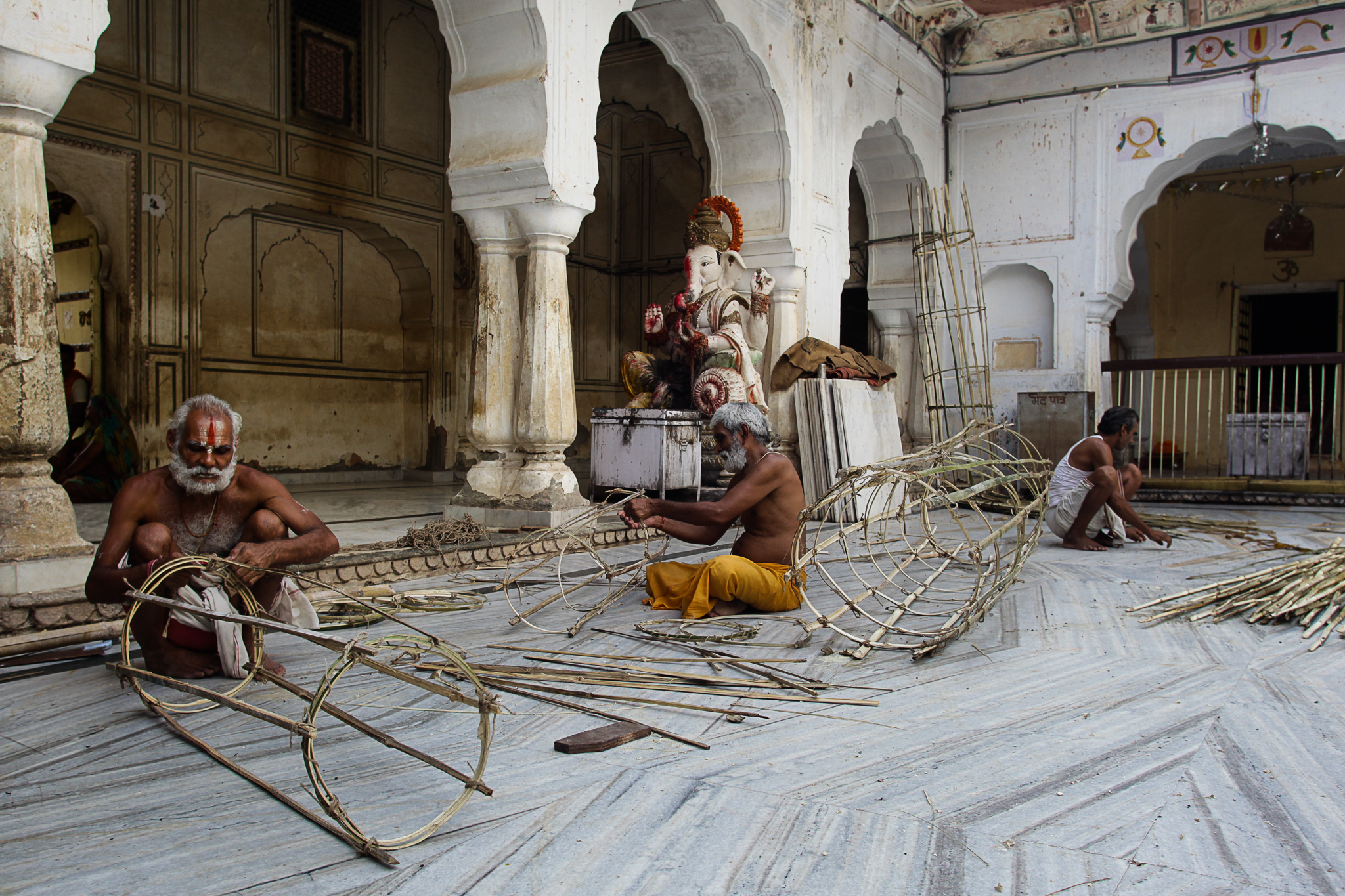 men-weaving-Jaipur-8070